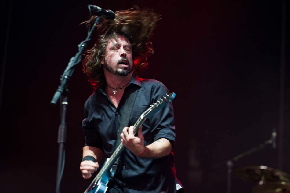 Photo of Dave Grohl with Foo Fighters in Adelaide 2011