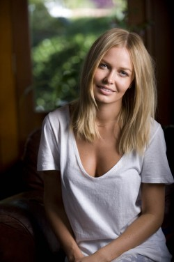 A photo shoot with Lara Bingle